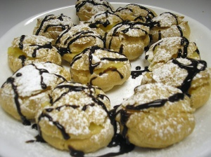 Cream puff with vanilla pudding filling