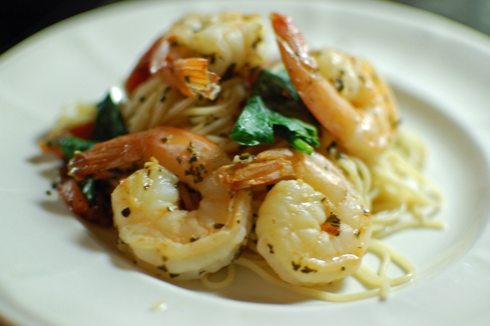 Angel Hair Pasta with Spinach, Shrimp, Tomatoes and Basil (1/3)