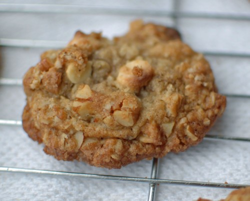 Oatmeal Cookies with white chocolate and Pecans